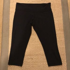 Lululemon athletica Black Workout Capris Sz 12